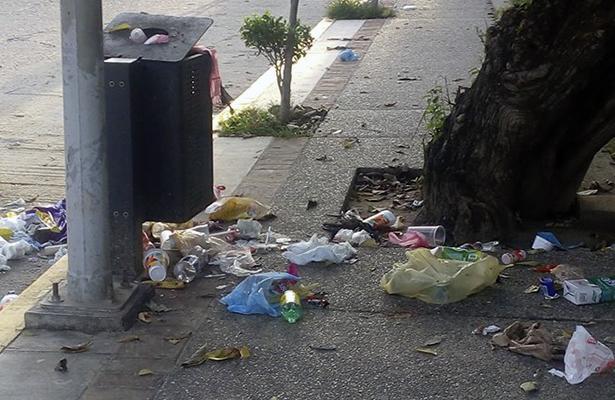 Denuncian calles llenas de basura en San Luis Acatlán