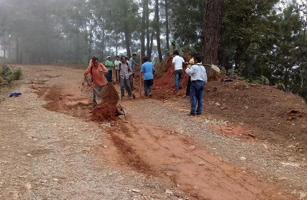 Campesinos piden obras públicas en la comunidad de Agua Fría