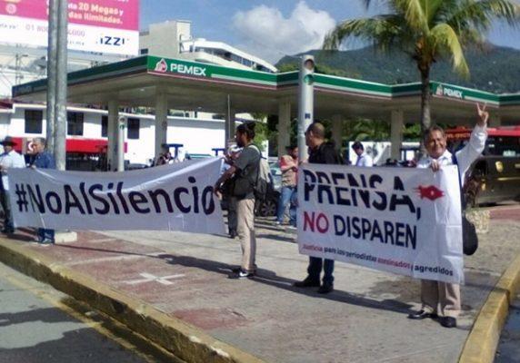 Con protesta periodistas piden alto a la violencia contra la prensa