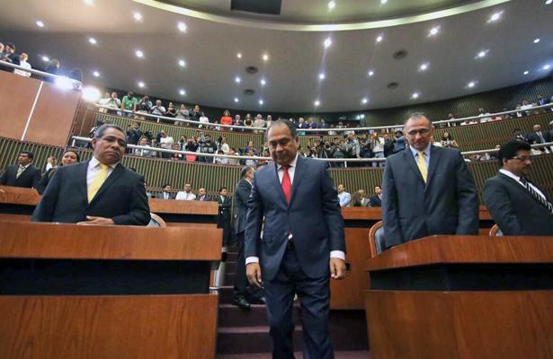 Asiste Héctor Astudillo Flores al Congreso a rendir segundo informe de gobierno