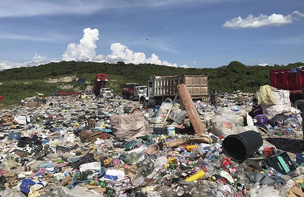 Llegan las primeras góndolas con toneladas de basura a Metlapa