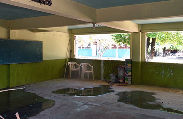 Por sismos de abril y mayo, alumnos de primaria en Tecpan toman clases en viejo aserradero