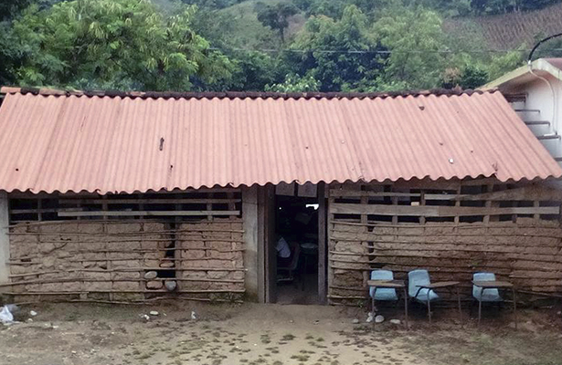 """Piden la construcción de un aula en la escuela primaria indígena """"Juan Escutia"""" de Xochistlahuaca"""