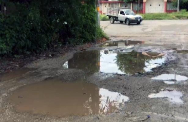 Denuncian pésimas condiciones viales en Las Pozas, Zihuatanejo