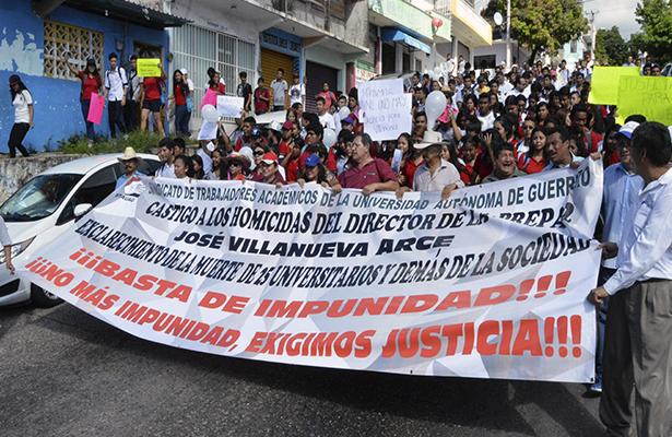 Marchan estudiantes en exigencia de justicia por asesinato de director de preparatoria 2