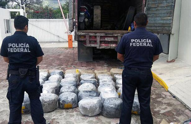 Decomisan cargamento de droga en la carretera Iguala-Cuernavaca