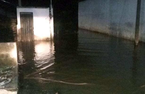 Dañan fuertes lluvias más de 80 viviendas en la región Norte