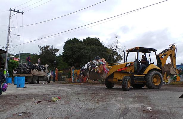 Por recolección de basura interrumpen circulación vehicular en Chilpancingo