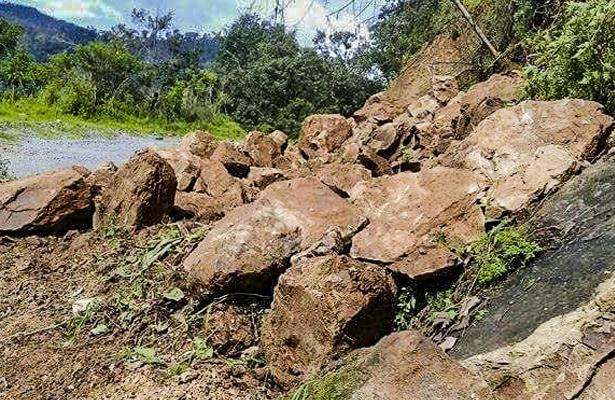 Denuncian mal estado de tramo carretero de la ruta Tecpan-El Balcón