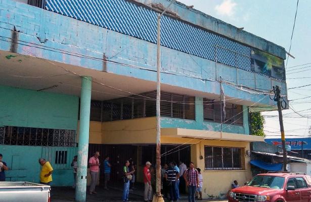 Policías ministeriales desalojan edificio de La Coprera