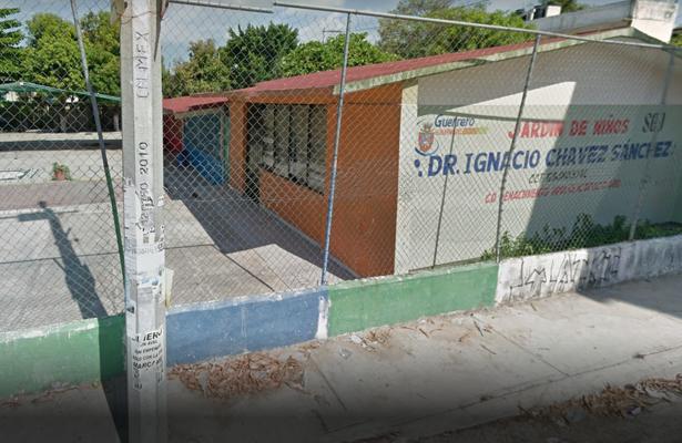 "Padres de familia toman kinder ""Ignacio Chávez Sánchez"""