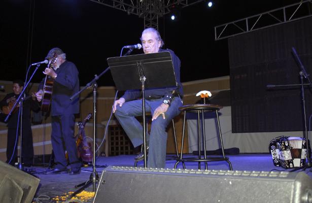 En el segundo día del festival, el Museo Histórico de Acapulco Fuerte de San Diego tuvo como invitado especial a Oscar Chávez en concierto.