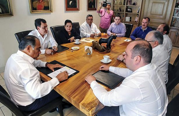 Firma Héctor Astudillo Flores convenio de  colaboración en materia de Justicia Laboral