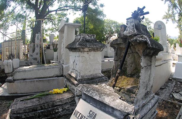 Abandonadas 7 mil tumbas; no hay registro de los dueños