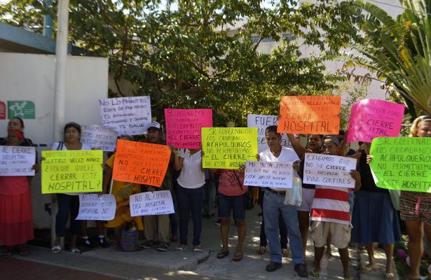 Trabajadores y derechohabientes toman oficinas del Hospital General de Acapulco