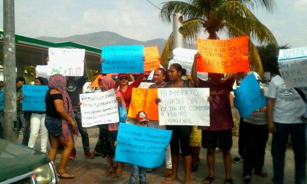 Protestan familiares e integrantes de Cecop en la Diana