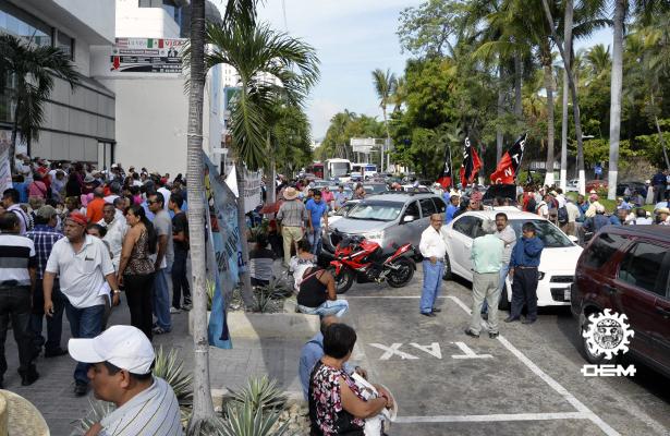 Bloquean jubilados y pensionados por cinco horas la costera Miguel Alemán