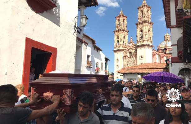Familiares y amigos despiden a Magdalena en Taxco de Alarcón