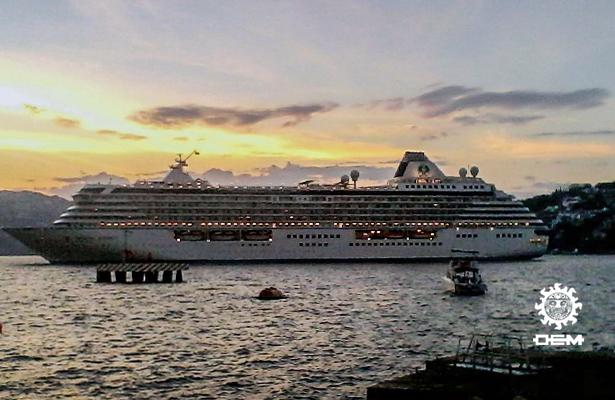 Arriban dos cruceros al puerto de Acapulco