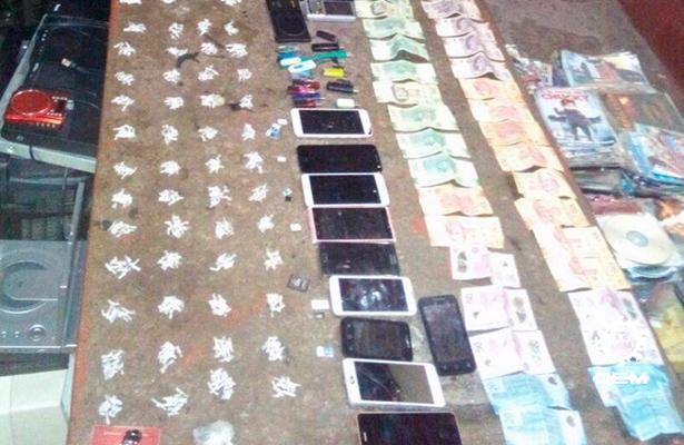Aseguran droga, armas y celulares tras requisa en penal de Iguala