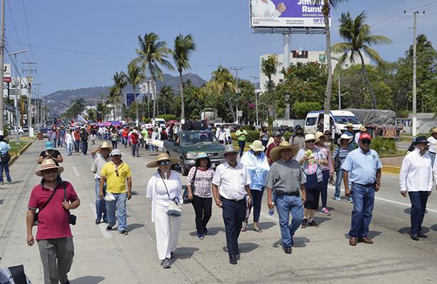 Con marcha, maestros de la CETEG exigen justicia