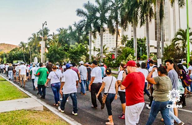 Marchan en Zihuatanejo en demanda de indemnización