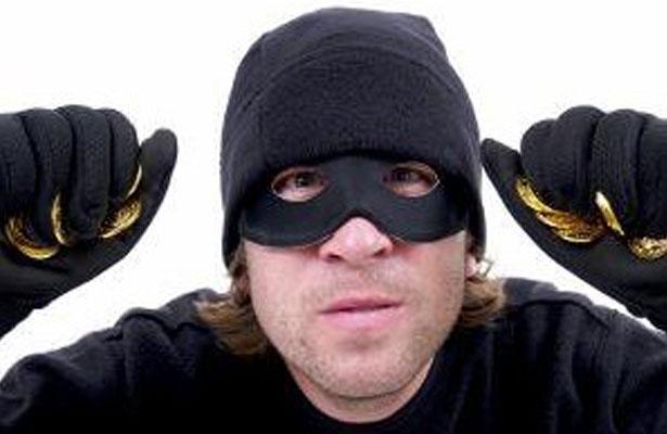 ¡Ladrón austriaco intenta robar un banco cerrado!