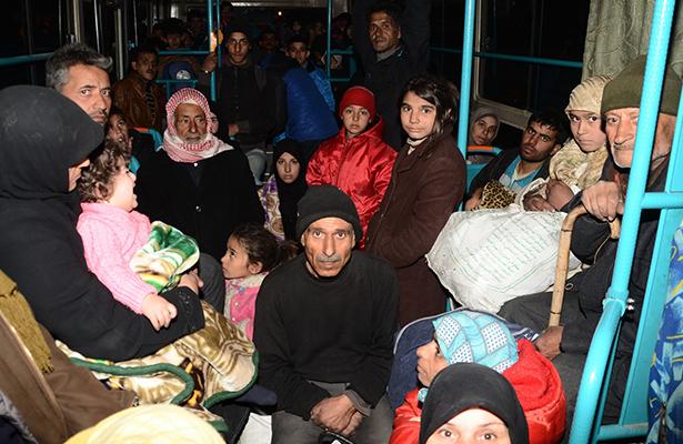 Avance del ejército sirio provoca miles de desplazados en Alepo