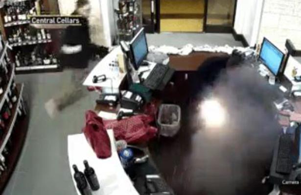 [Video] Cigarro electrónico explota en el bolsillo de hombre en EU