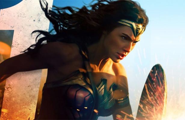 ¡Miles de fans firman petición para que Wonder Woman sea bisexual!