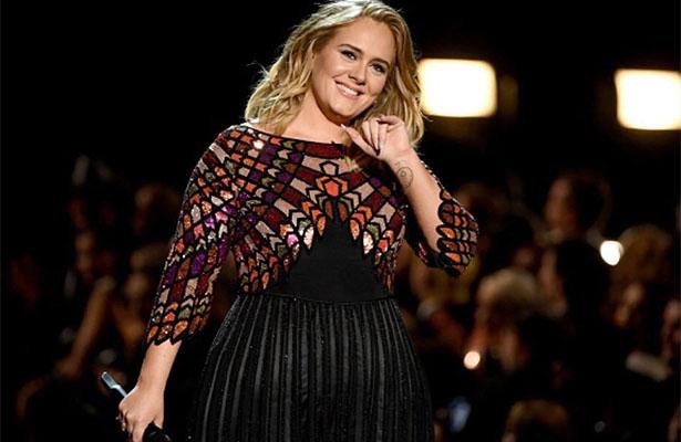 Adele visita a damnificados de incendio en Londres