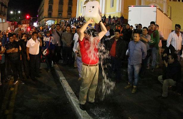 Taxista de Veracruz se arroja gasolina para inmolarse