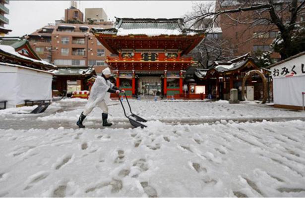 Tokio despierta con su primera acumulación de nieve en 141 años