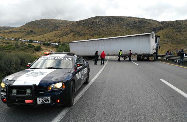 Accidente bloquea la carretera Querétaro -San Luis