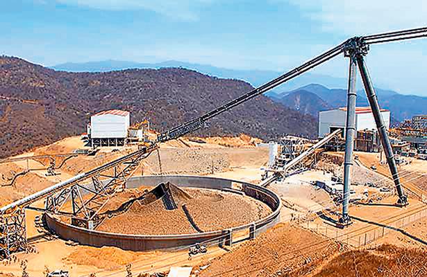 Trabajadores de la minera Media Luna cumplen 18 días en paro laboral