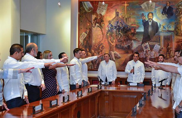 Moreno Cárdenas toma protesta a directiva en Campeche