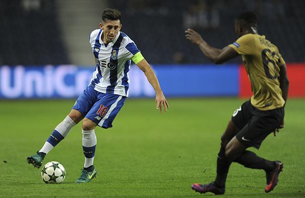 Mexicano Héctor Herrera continuará con el club Porto