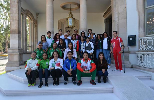 Forman parte de Selecciones nacionales 44 deportistas