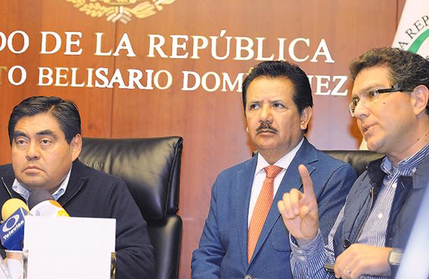 Gobernadores van por el poder, acusan a senadores y asaltan al PRD