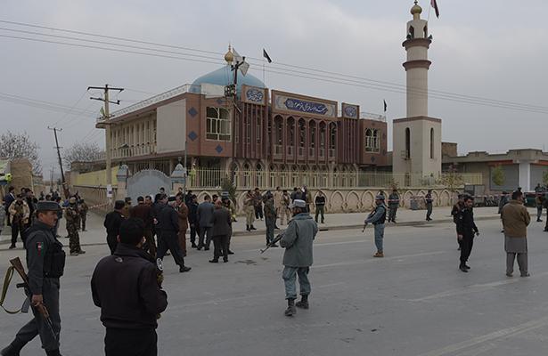 Atentado suicida deja al menos 27 muertos en mezquita chiita de Kabul