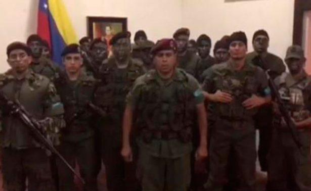 """[Video] Al menos dos muertos tras sublevación de """"paramilitares"""" en Venezuela"""