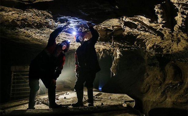 Al menos 17 mineros desaparecidos en una mina de diamantes en Siberia