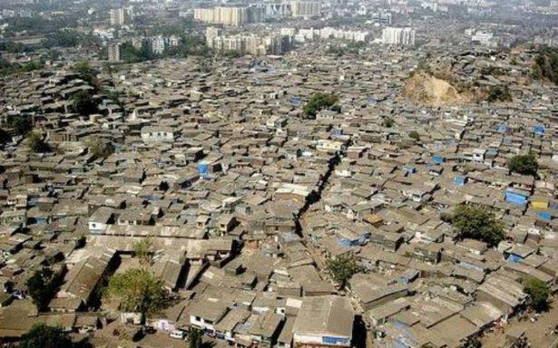 Barrio de Nueva Delhi afectado por lluvia de popo