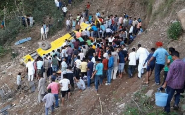 Mueren 27 niños en accidente de autobús escolar en India