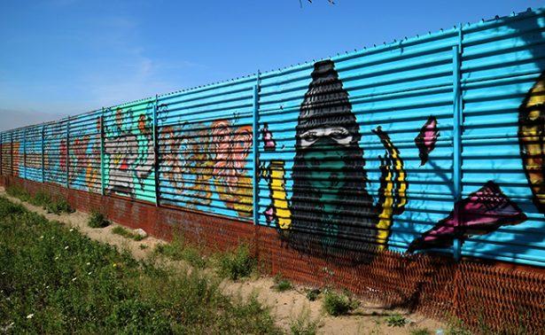 En Tijuana, el muro se transforma en arte