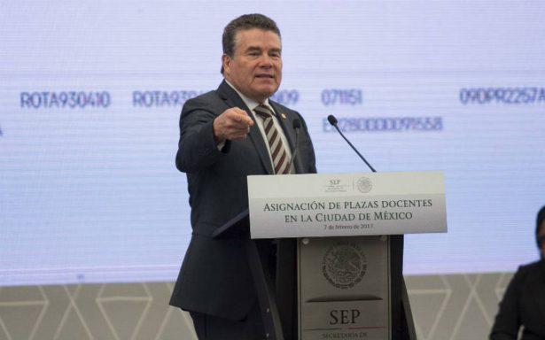 Tribunal desecha suspensión contra líder del SNTE, Juan Díaz de la Torre