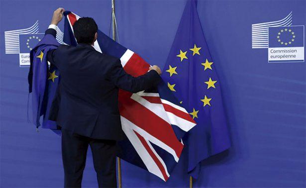 """Exasesor pide parar la """"catástrofe"""" del Brexit"""