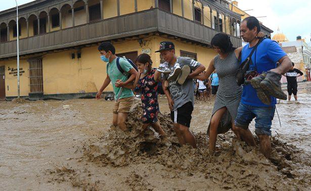 Incrementa a 75 muertos y más de cien mil damnificados en Perú
