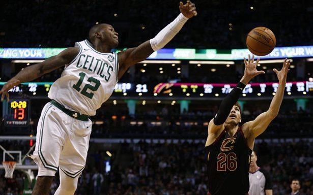 Celtics de Boston derrotó a Cavaliers de Cleveland 102-88