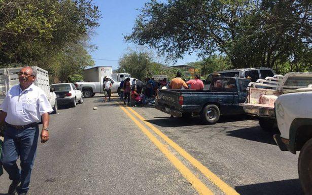 Habitantes del poblado de Xaltianguis bloquearon la México-Acapulco